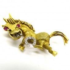 18ct Gold Lion brooch.