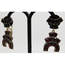 1920's Screw back drop garnet earings set on garnet gold