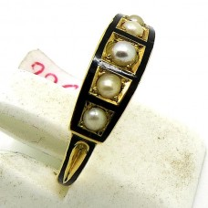 Pearl and black Enamel ring
