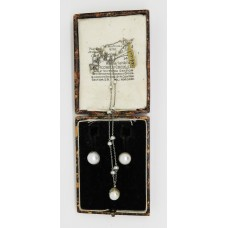 1900 natural pearl set of necklace and earings set on platinum